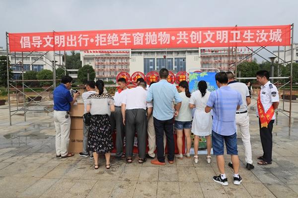 郴州汝城免费发放一万余个车载垃圾桶倡导文明出行